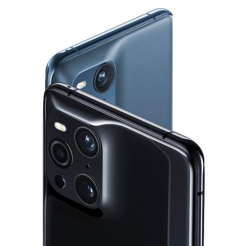 Immagine di due smartphone Oppo X3 Pro specchiati